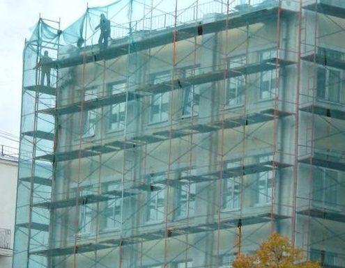 Монтаж защитной фасадной сетки